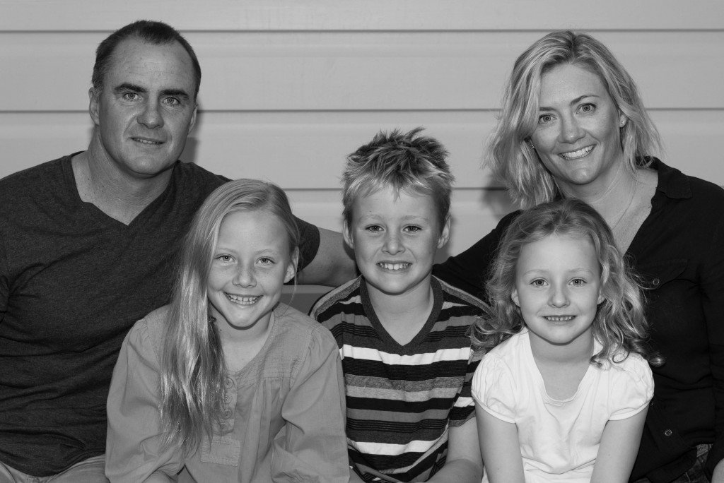 Amanda Naylor Photography Christmas family B+W-1